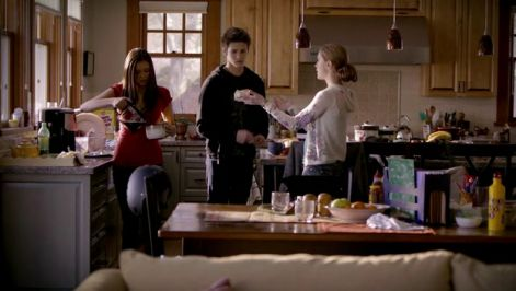 the.vampire.diaries.s01e01.hdtv.xvid-fqm.avi_000180763.jpg